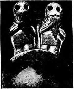 Рис. 20. Игра на флейтах Пана в древнем Перу. Терракотовая статуэтка того времени.