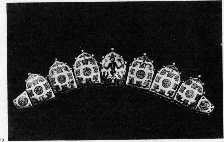 13. Диадема е композицией «Вознесение . Александра Македонского на небо». XII в.